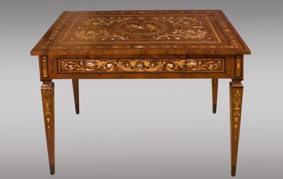 Mesa de centro, tipo Maggiolini<br/>Italiana Hacia 1800