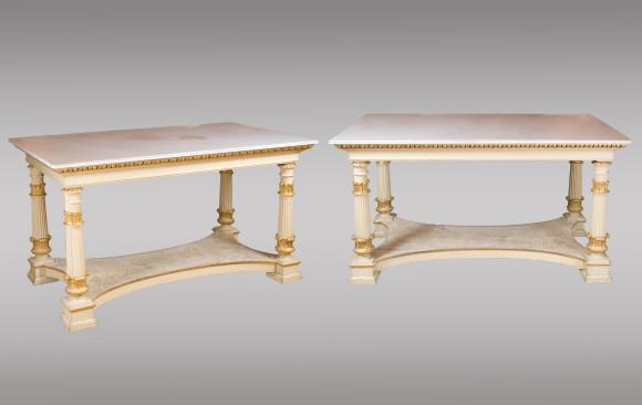 Dos Mesas de centro pintadas y doradas<br/>Siglo XIX