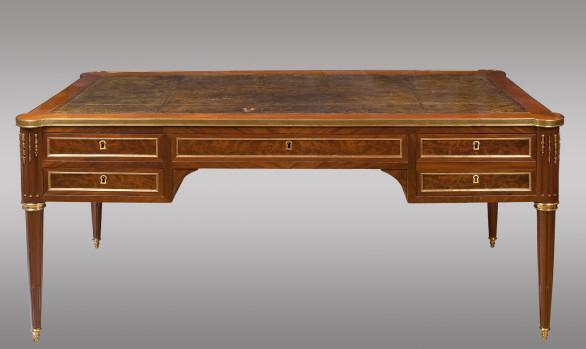 Mesa escritorio en caoba Luis XVI<br/>Hacia 1800