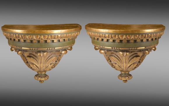 Consolas de pared<br/>en madera pintada y dorada  <br/>Siglo XIX