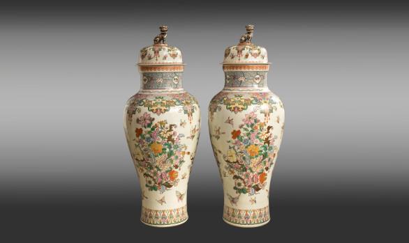 Pareja de Grandes Tibores en porcelana<br/>Finales del Siglo XIX