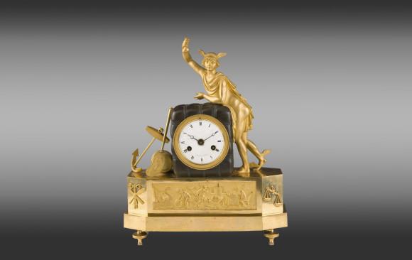Reloj en bronce dorado y patinado<br/>Época Directorio