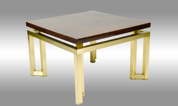 Mesa auxiliar<br/> en latón y madera de raiz