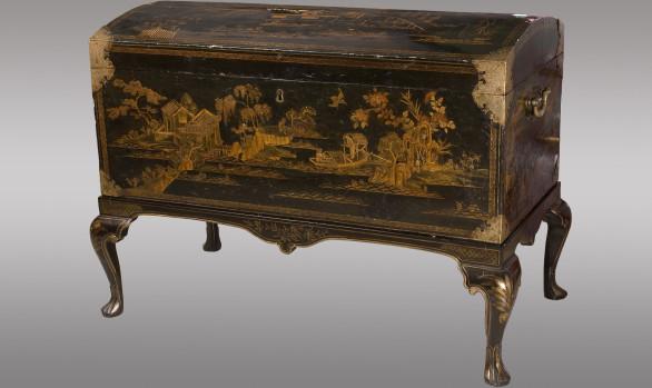 Baul lacado Inglés con chinoiseries<br/>Siglo XVIII