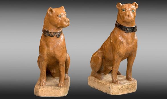 Perros en piedra recontituida pintados <br/> Siglo XIX