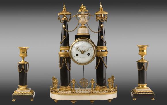 Reloj con candeleros en bronce y mármol<br/>Época Luis XVI