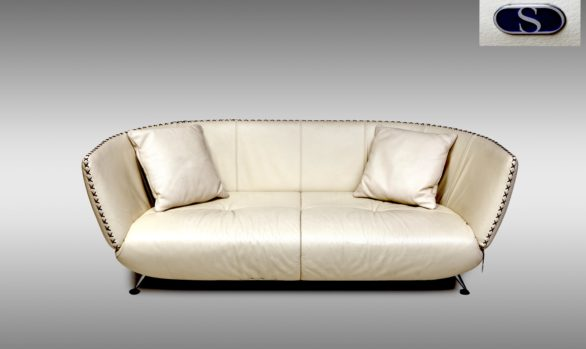 Dos sofás de Sede en piel