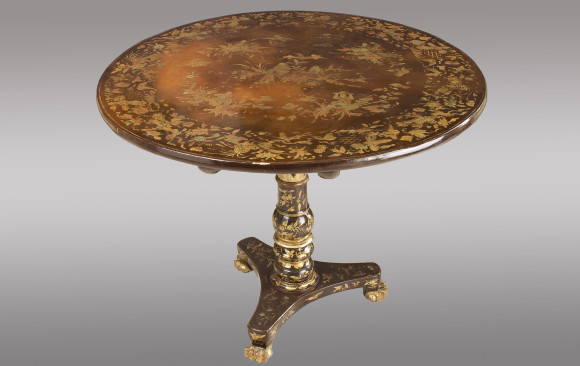 A lacquered colonial pedestal Table<br/>First quarter 19th. Century