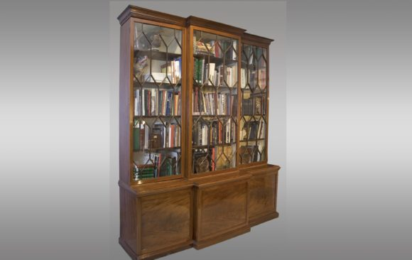 Large English Breakfront<br/>in mahogany polished<br/>Nineteenth Century