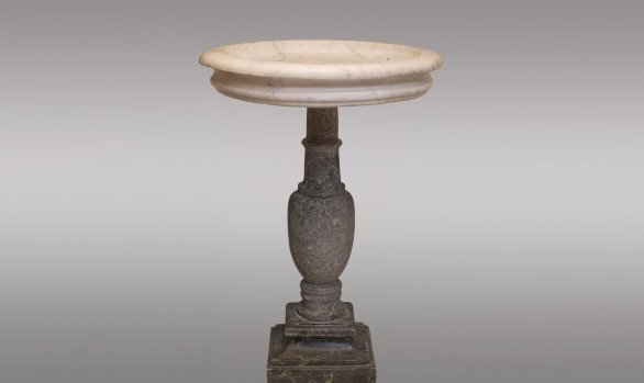 Carrara Marble Fountain <br/>with  its  gray Sainte Anne marble base<br/>Circa 1700