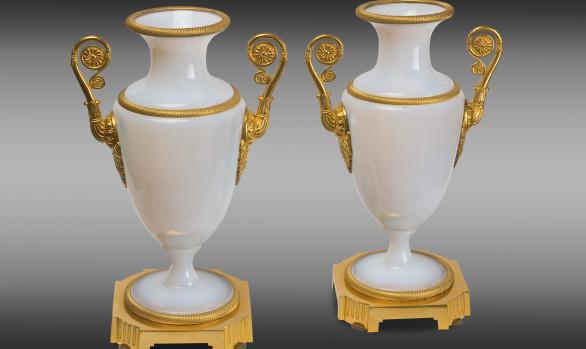 Copas en opalina Francesas<br/> montadas en bronce<br/> Época Carlos X
