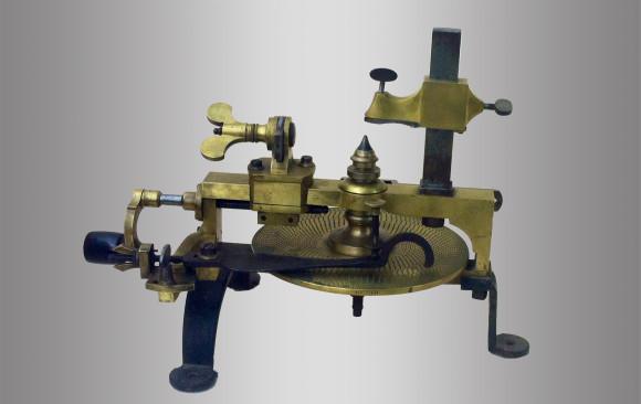 Máquina para tallar engranajes de relojero<br/> Hacia 1900