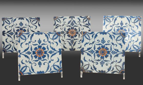 Raro conjunto de cinco Azulejos<br/> en Porcelana de Compañía de Indias<br/> Siglo XVIII