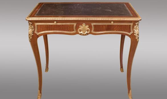 Mesa de escritorio Francesa <br/>de Estilo Regencia<br/> Firmada G. Durand ebanista parisino<br/> Siglo XIX