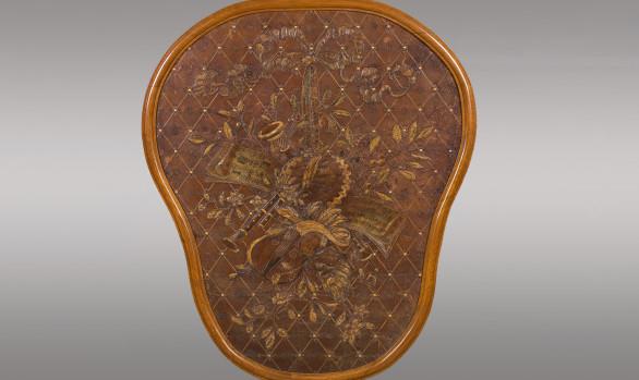 Medallón Francés en cuero repujado<br/> ''Alegoría de la Música y del Teatro''<br/> Siglo XIX