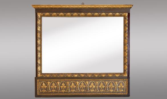 Espejo en madera tallada y dorada<br/>de estilo Neoclásico <br/>Princípios del Siglo XIX