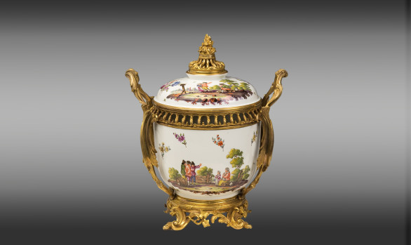 Samson Porcelaine Center<br/> mounted in Louis XV style bronze<br/>Late 19th. Century