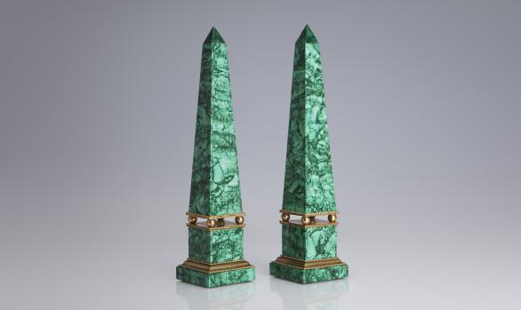 Pareja de Obeliscos Rusos <br/>en malaquita y bronce dorado<br/>  Siglo XIX