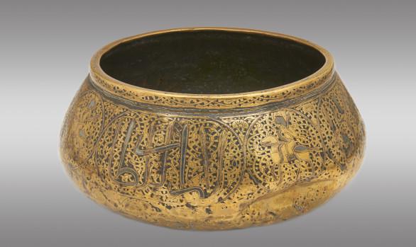 Vasija para agua en latón <br/> con incrustaciones de plata <br/> Siglo XVI