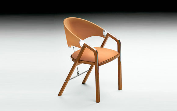 Cuatro Sillas en nogal<br/> Diseñadas por J. Tresserra 1987