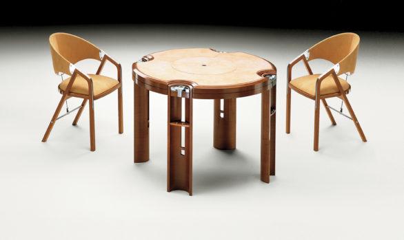 Mesa de Juego en nogal claro <br/> Diseñado por J. Tresserra 1987