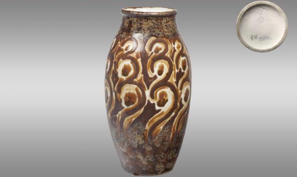 Jarrón de Porcelana de Limoges<br/>Fábrica de Tharaud<br/>Periodo 1930-1945