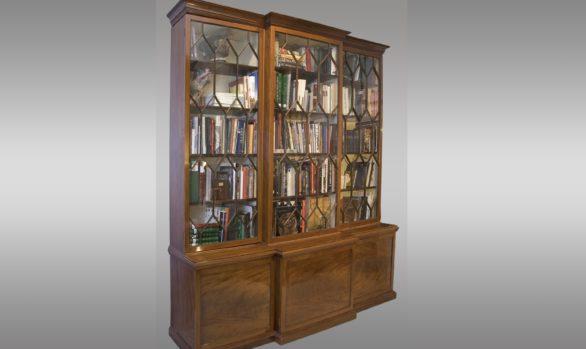 Biblioteca Inglesa en caoba<br/>Estilo Jorge III <br/> Siglo XIX